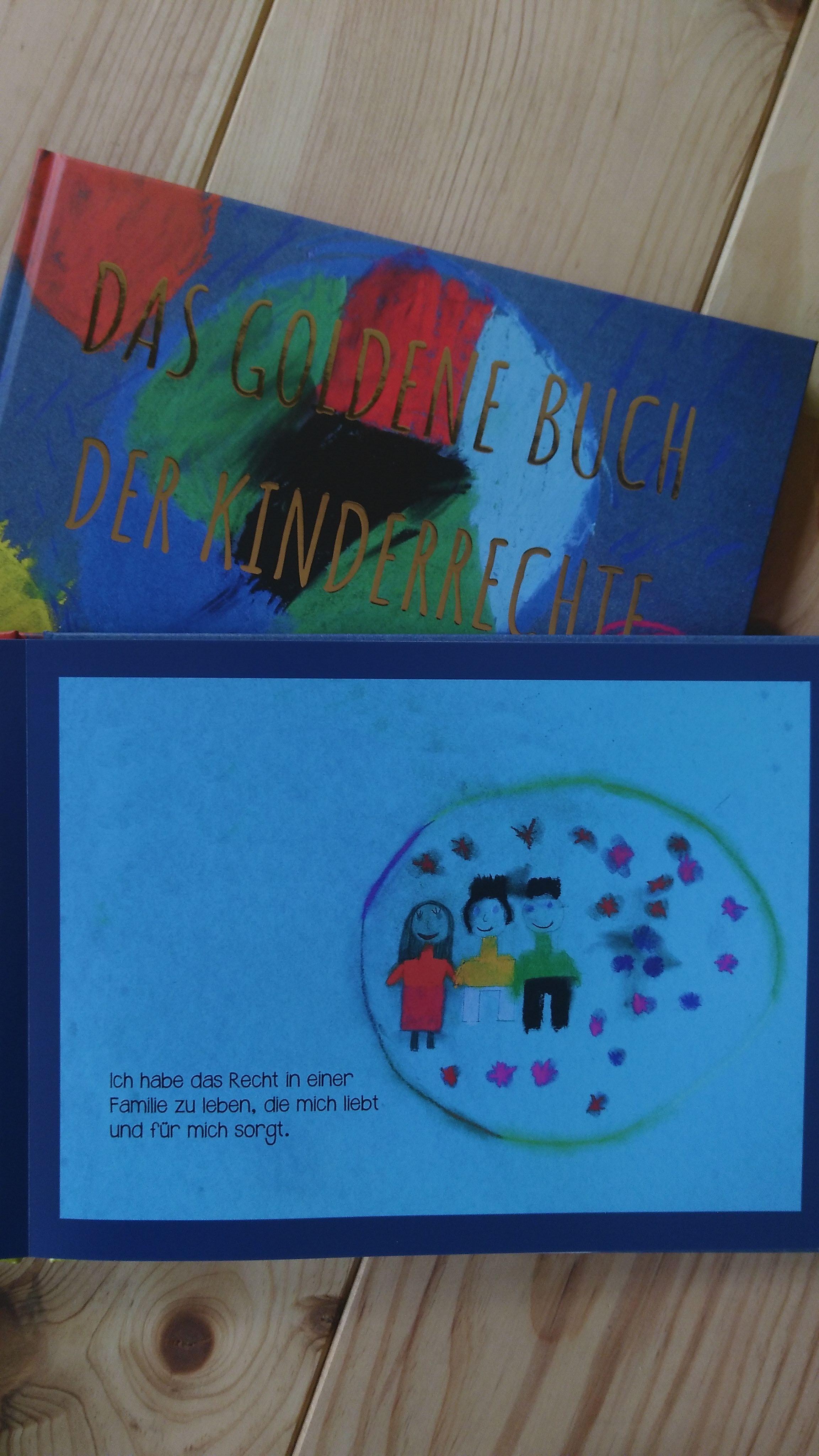 Bild vom goldenen Buch der Kinderrechte